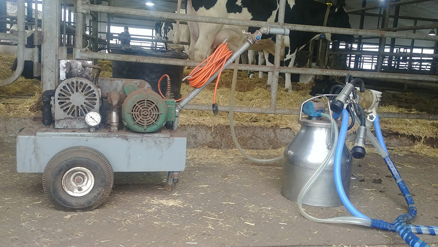 A portable milking machine harvest colostrum and second milk from fresh cows