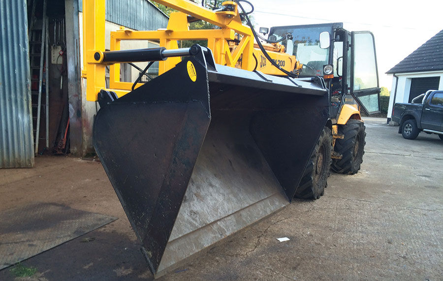 Robert Wright's swivelling telehandler bucket