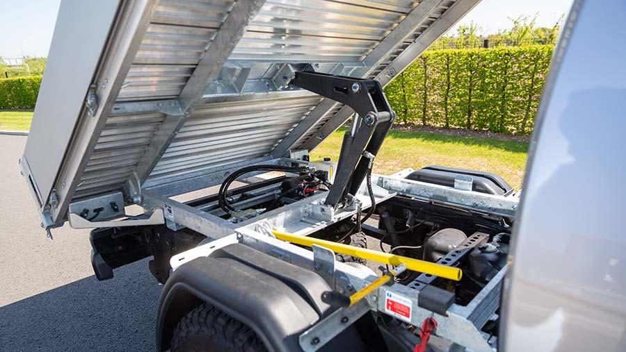 Hydraulic ram on Isuzu tipper conversion