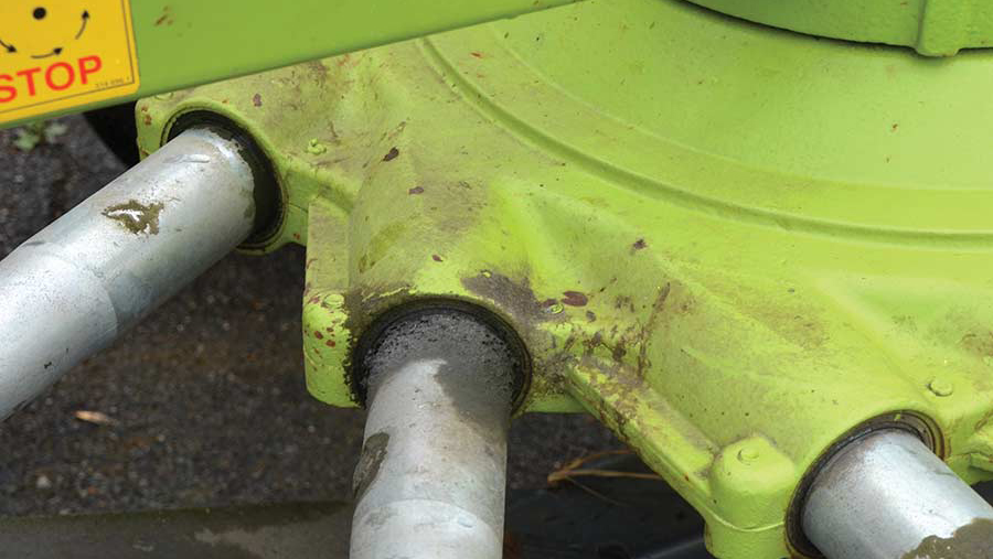 Oil can leak where the tine arm joins the cam-track