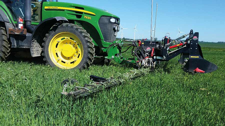 The triple-section reciprocating cutterbar mower from BB – Umwelttechnik can reach a cutting height of 950mm.