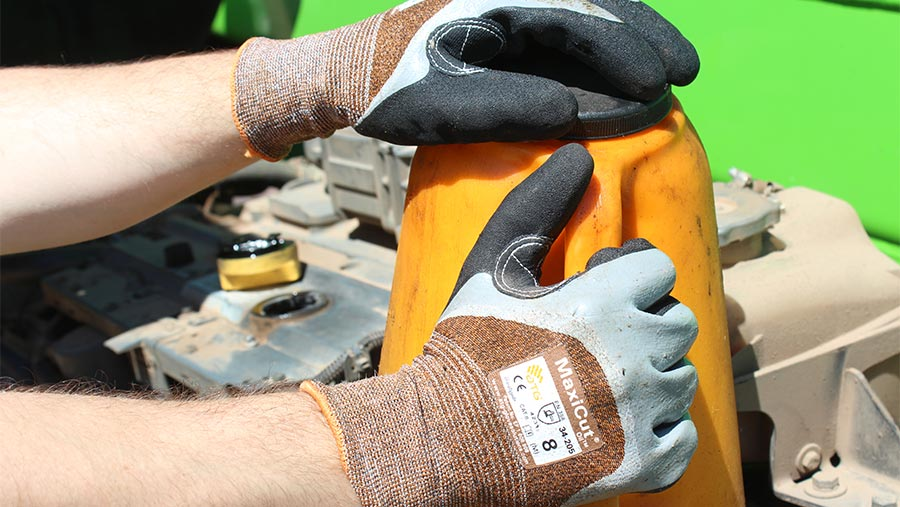 Maxicut Oil Resistant gloves