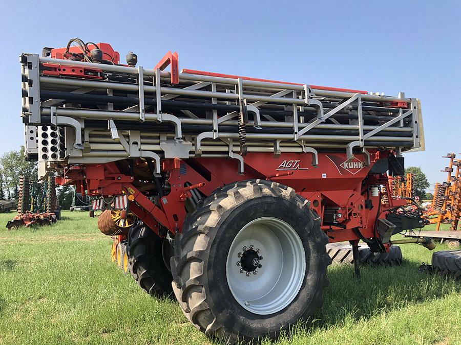Kuhn AGT6032 boom fertiliser spreader