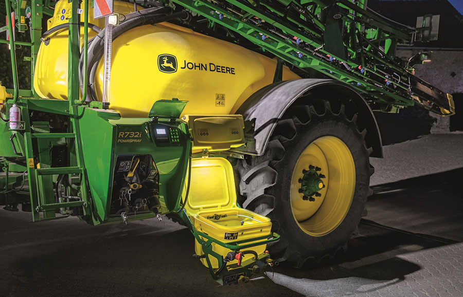 John Deere R732i-PowrSpray trailed sprayer