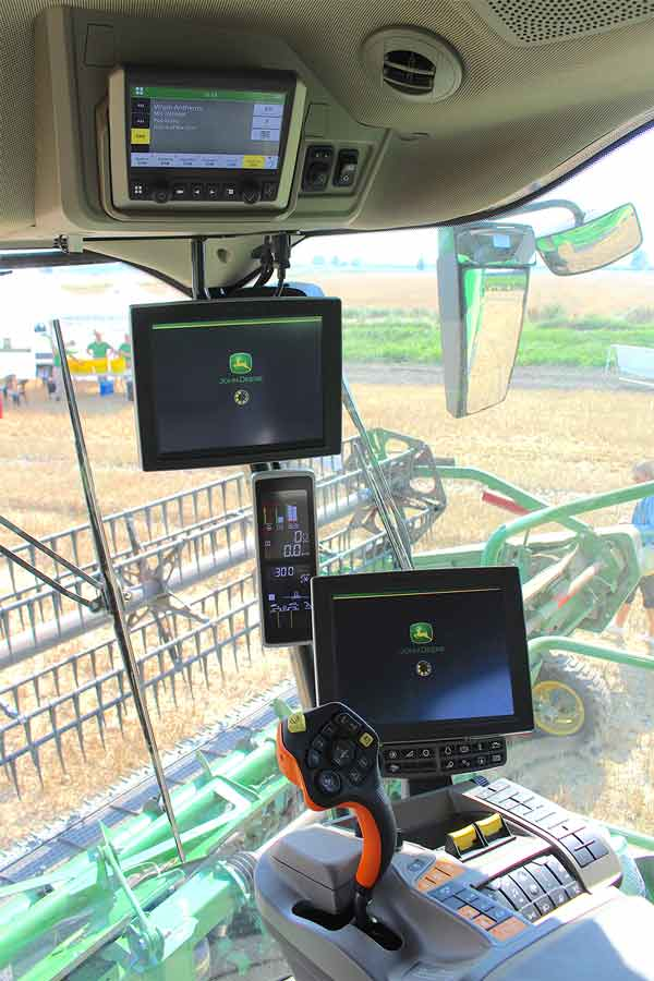 Cab screens in JD X9 cab