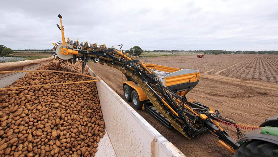The Brettmeister K3 can load lorries in the field and reduces the need for tractors and trailers
