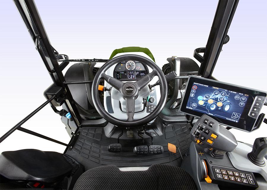 Valtra G 135 Versu cockpit