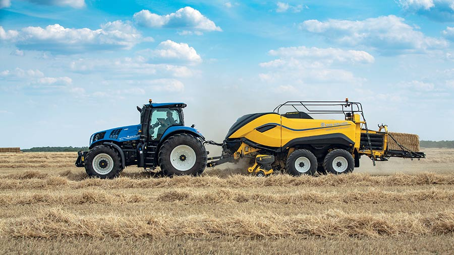 New Holland BigBaler 1290 High Density in field