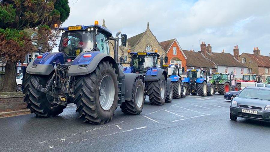 Tractor demo in Marlborough © Save British Farming