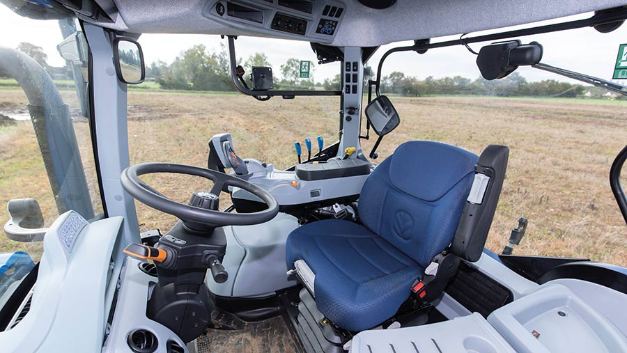 New Holland T5.140 DCT cab