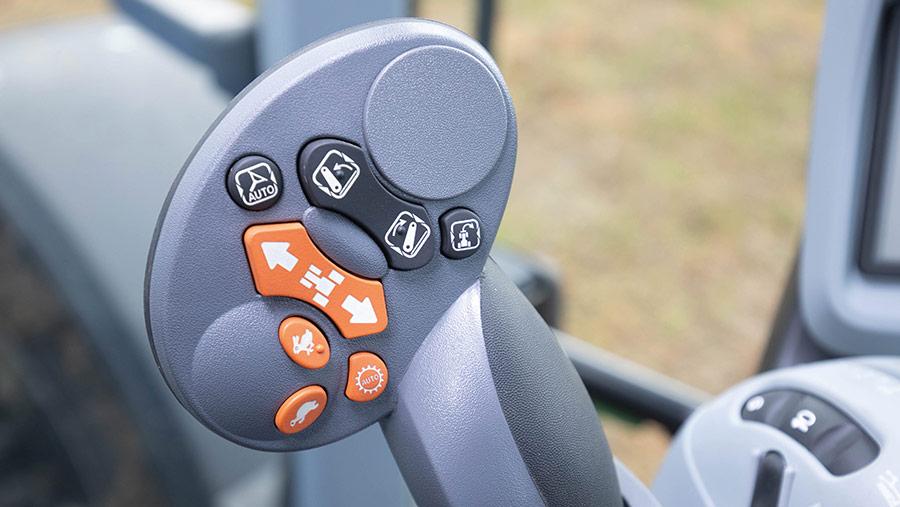 New Holland T5.140 DCT joystick