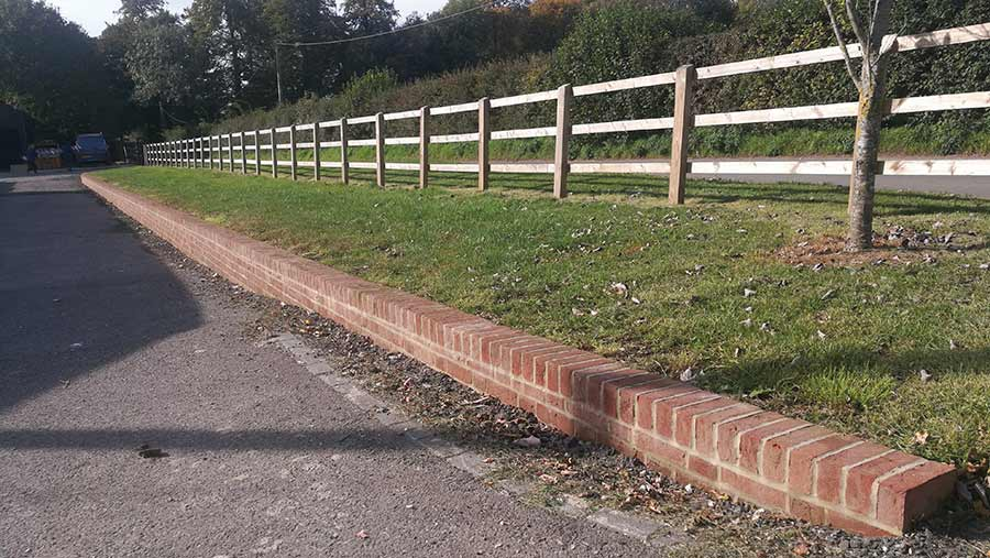 Dwarf wall to deter vehicles
