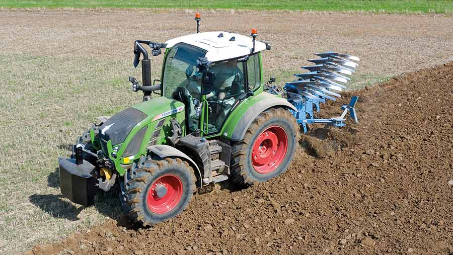 Fendt tractor in the field
