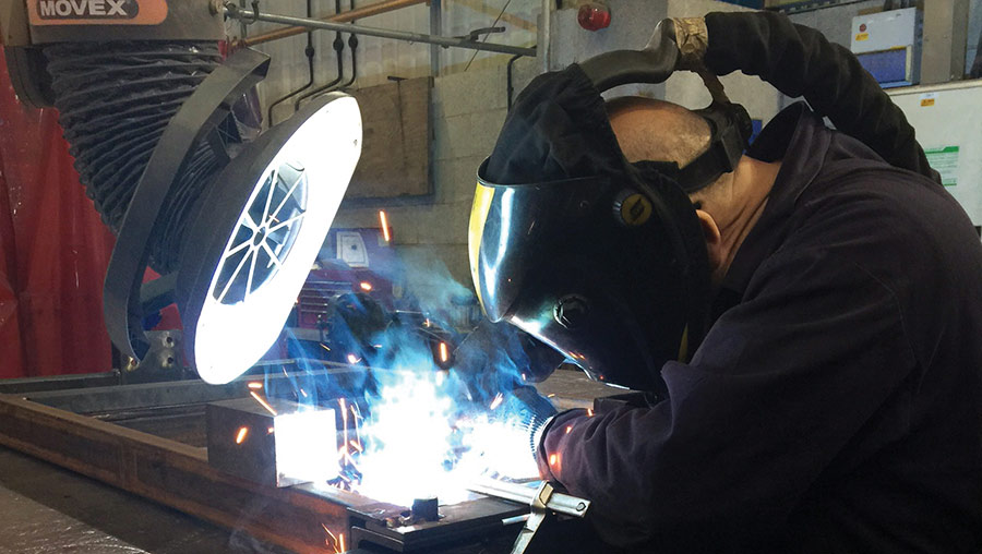 Welding with an extractor