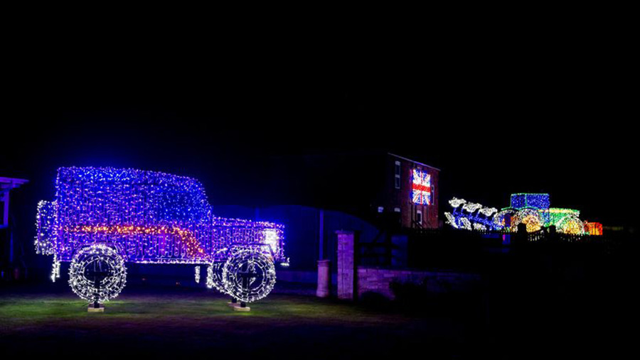 Land Rover and John Deere tractor fairy christmas lights © Andrew Wilkinson