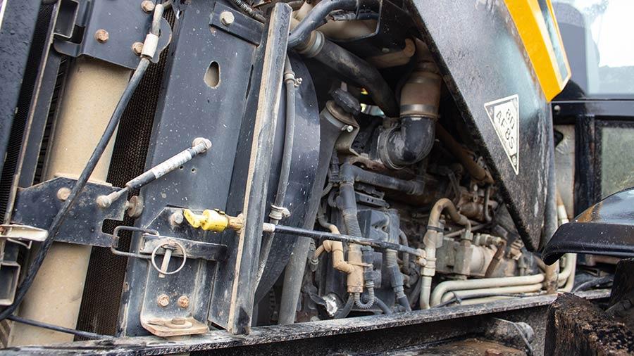 JCB Fastrac 2155 engine