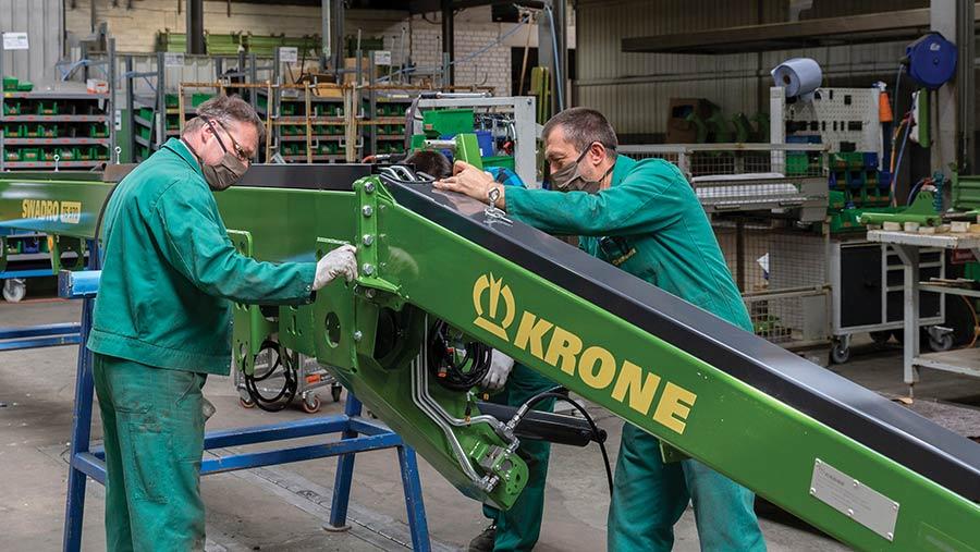 Krone grass rake assembly