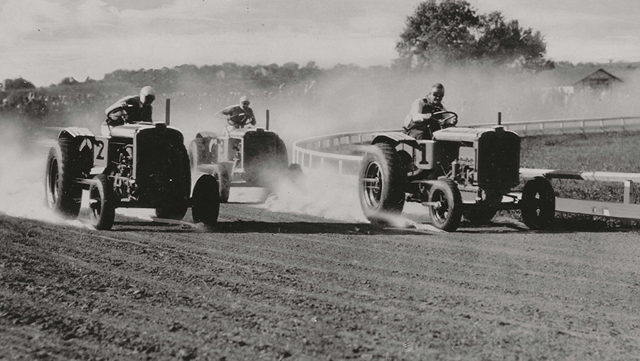 Allis Chalmers Model U tractor race