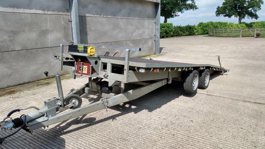 Tilt-bed trailer