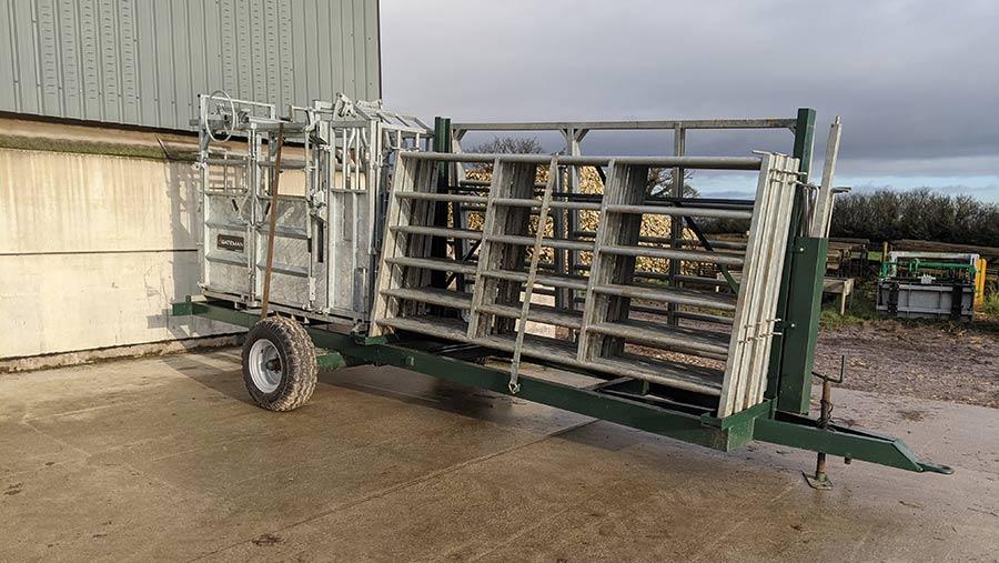 Cattle crush trailer