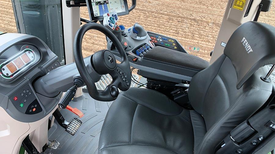 Fendt 1162 MT interior