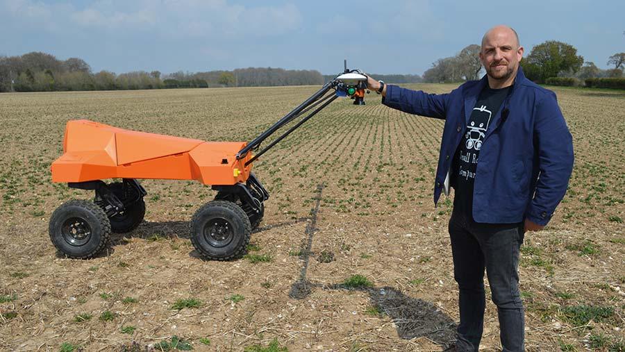 Ben Scott Robertson with the weed-scanning robot © MAG/David Jones