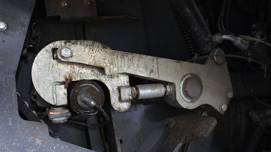 Rear door locking latch