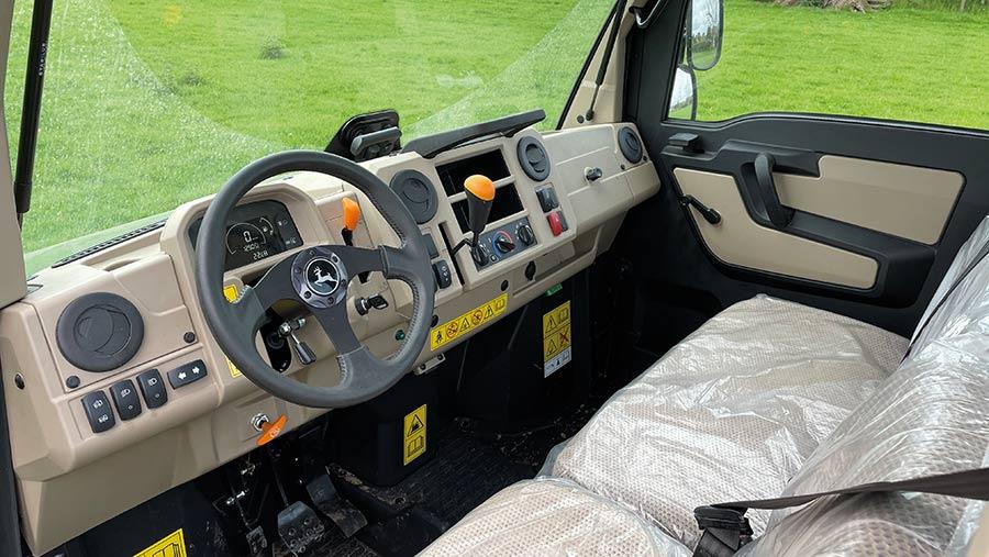 John Deere Gator XUV 865R cab