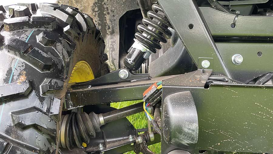 John Deere Gator XUV 865R suspension