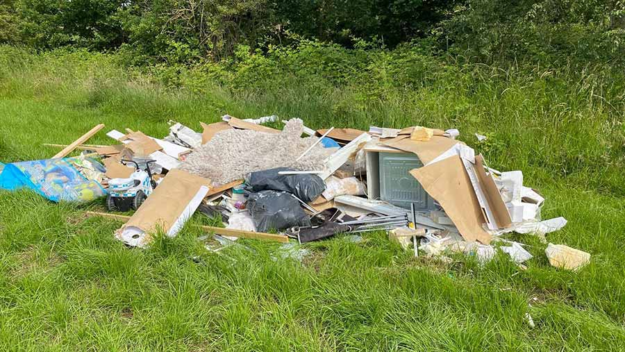 Builder's waste including an oven dumped on Olly Harrison's farm © Olly Harrison