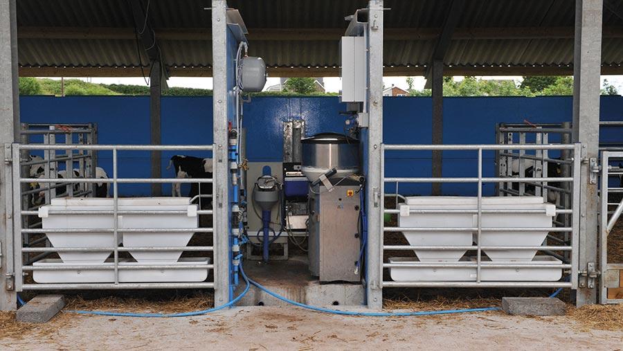 Milk feeding station