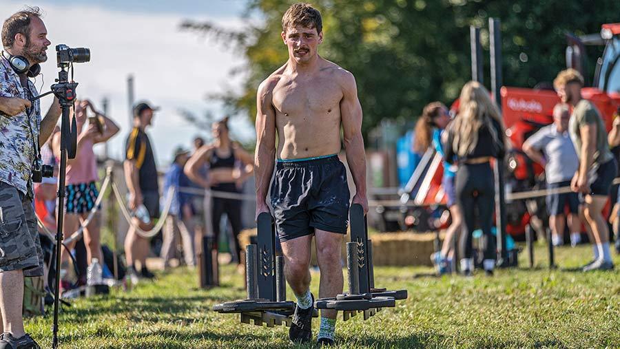 Jacob Wagemans lifting weights
