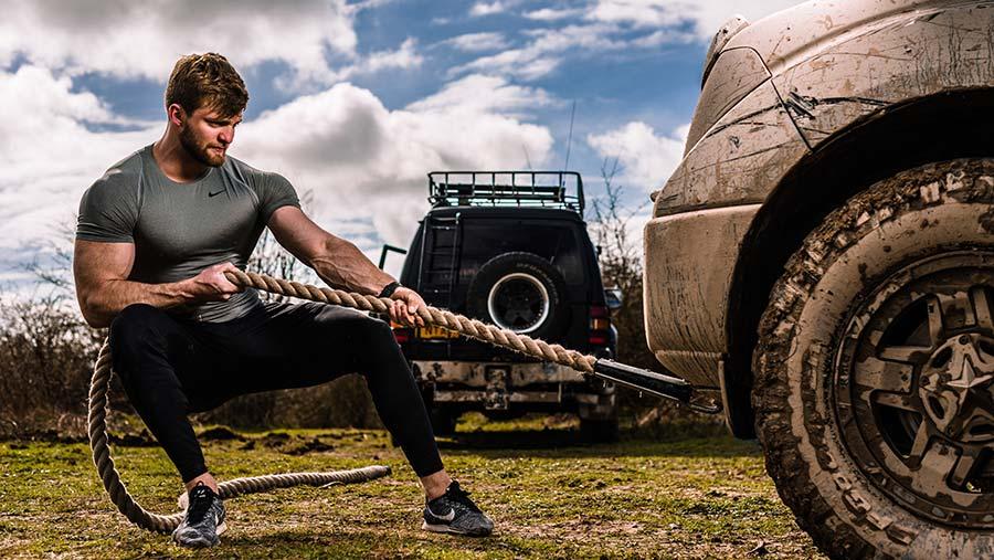 Tom Kemp towing 4x4 © Chris Parkes