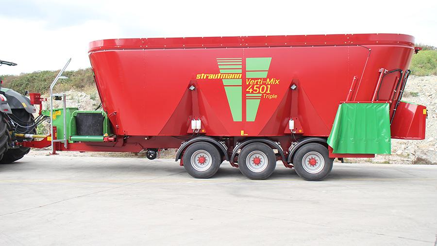 Triple-augered Verti Mix 4501