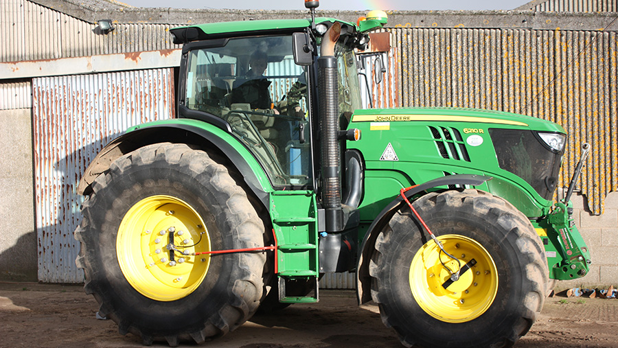 John Deere Tractor with a central tyre inflation system