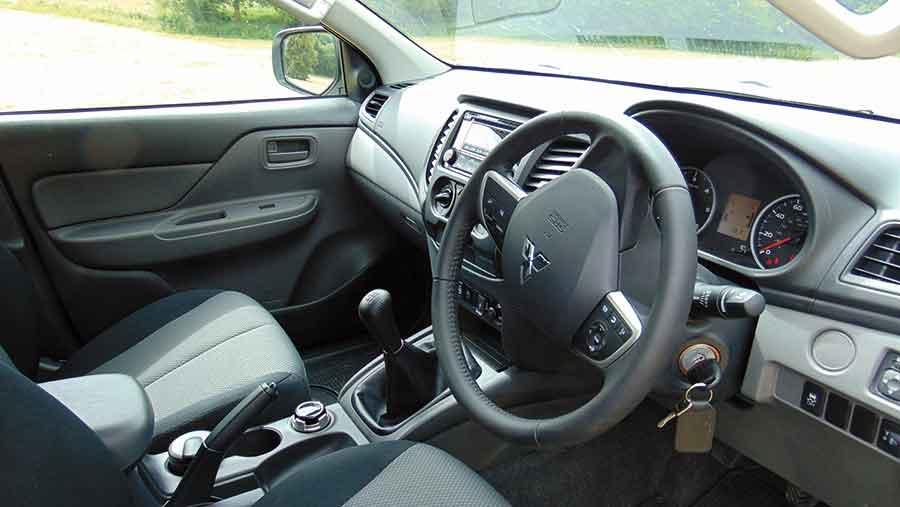 Mitsubishi-L200 interior