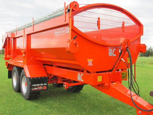 Separate ratchets are used to wind the side-to-side cover in and out over 450mm arches on Larrington's Harvester trailers.
