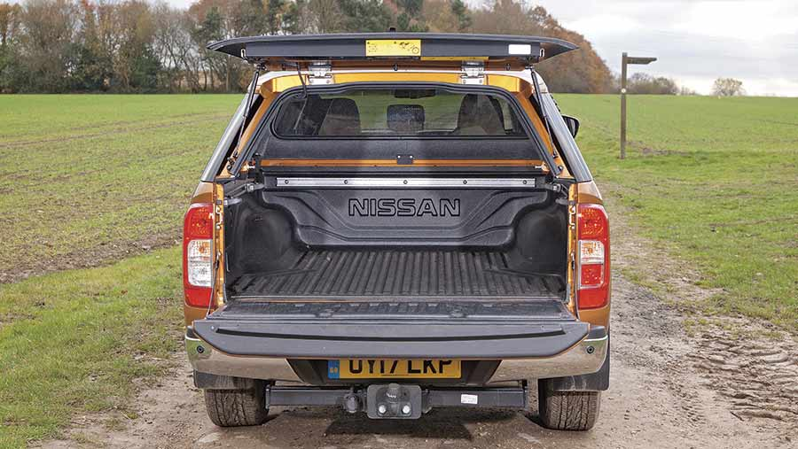 Nissen Navara from the back