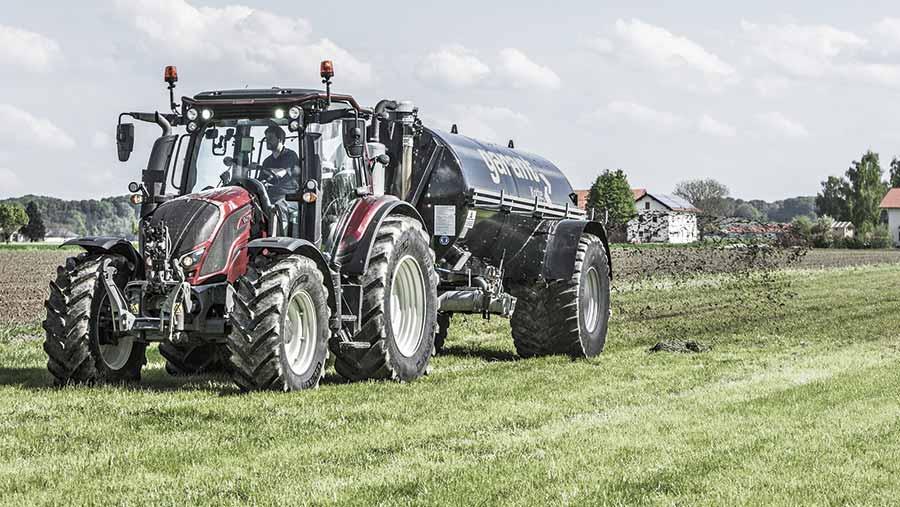 Valtra N154e tractor