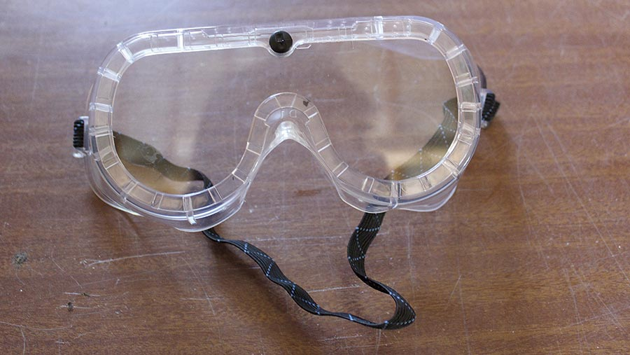 Correct workshop goggles