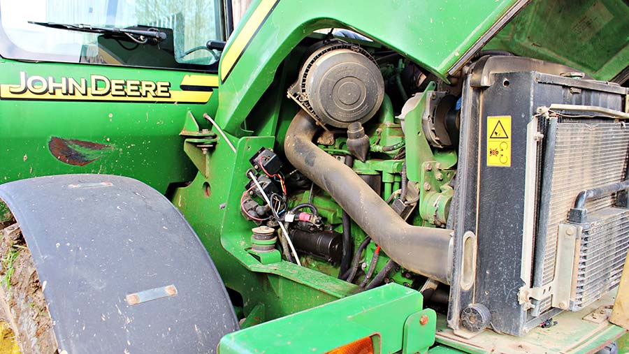 John Deere 3200 engine