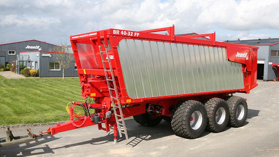 Jeantil ejector trailer
