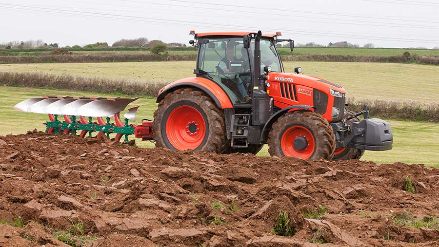 Kubota M7171 at work © Jonathan Page