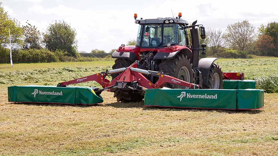Kverneland butterfly mowers