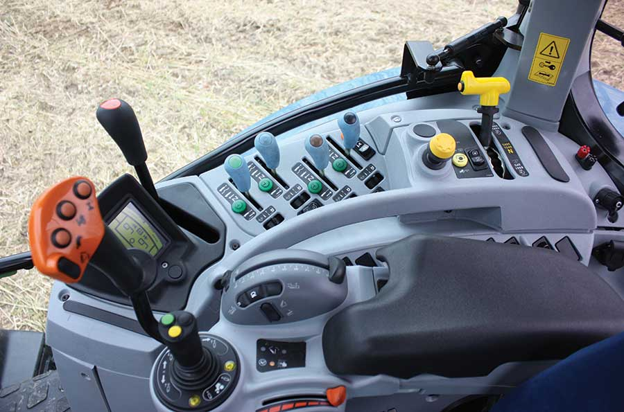 New Holland T6 console