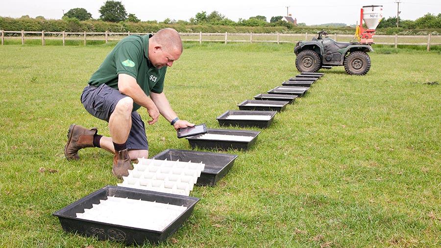 Assessing slug pellet spread pattern