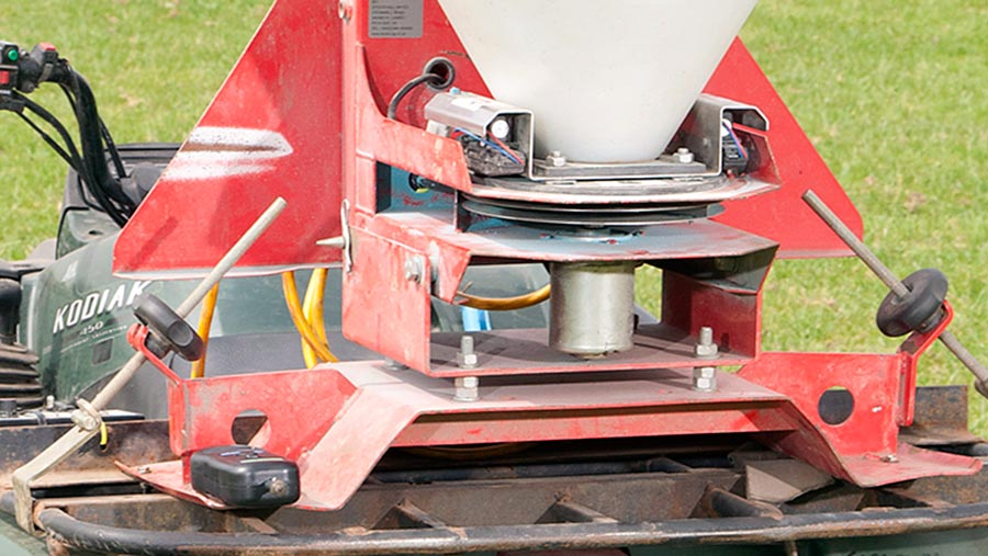 Adjusting slug pellet spreader bias