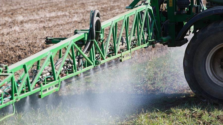 Spraying blackgrass © Tim Scrivener