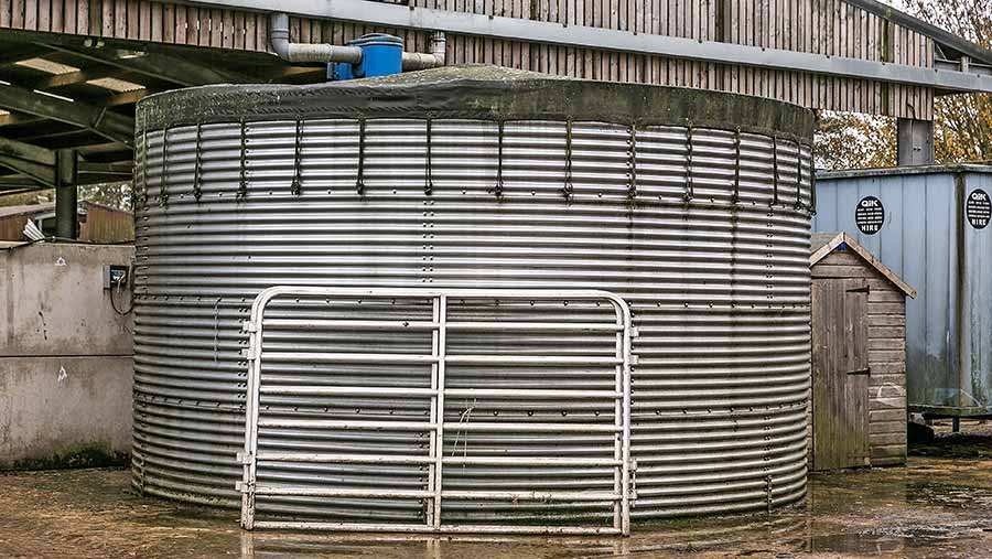 Water tank to gather the rainwater
