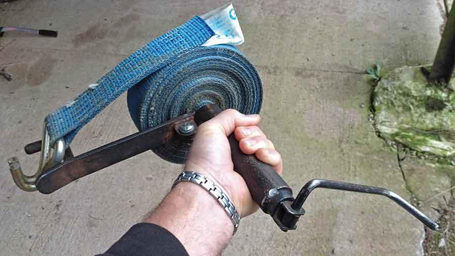 wayne-heath-ratchet-strap-winder